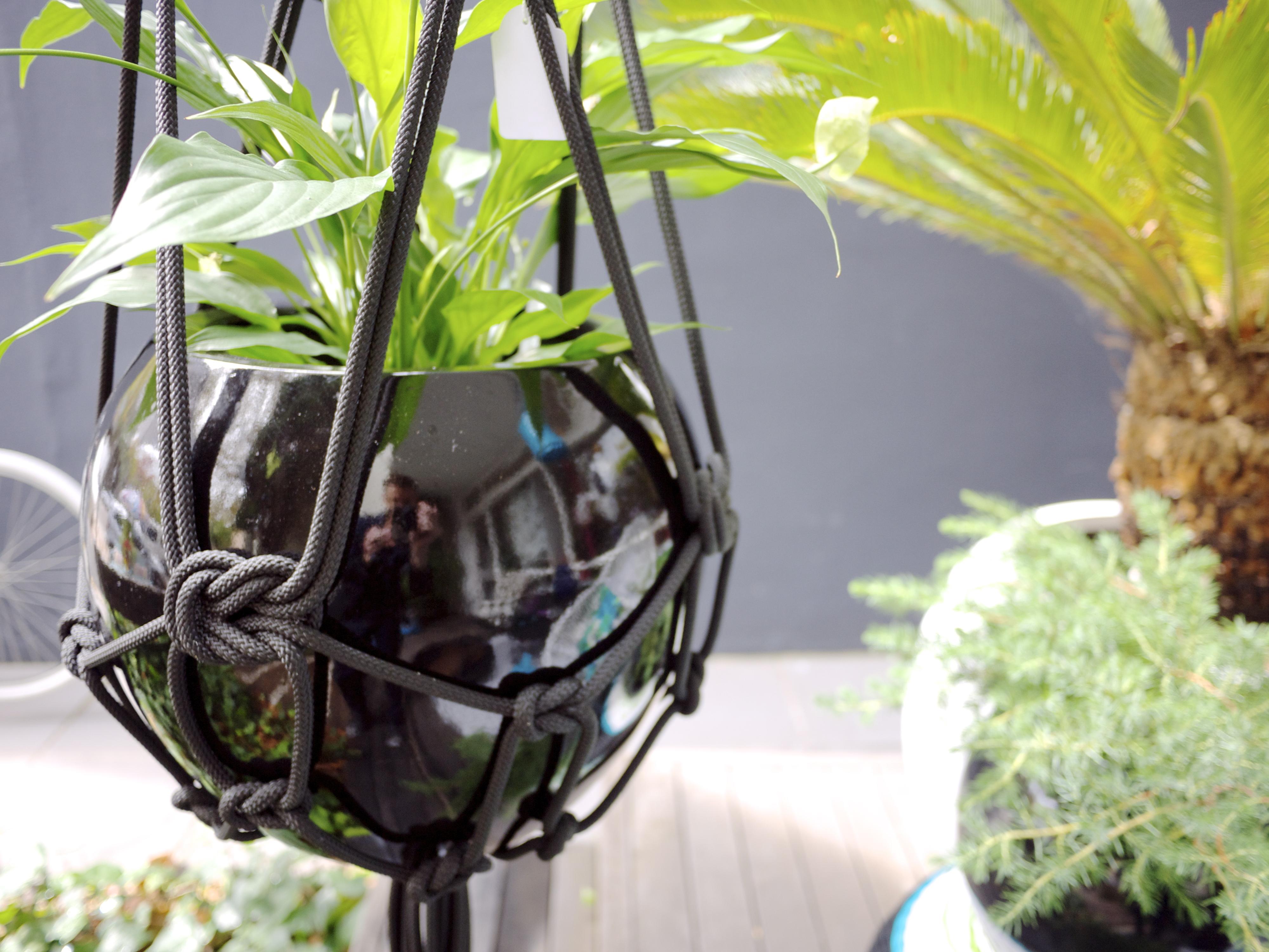 Terrace Outdoor Living - Black Pot and Hanger