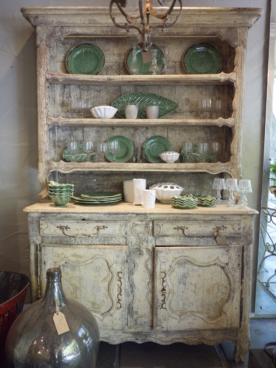 Parterre in Woollahra - Weathered Hutch with Green Crockery